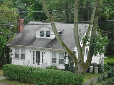 Casa para uma família for sales at Chic and Style Meet In This Very Sweet Home 54 Beacon Street Norwalk, Connecticut 06851 Estados Unidos