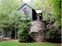 Casa para uma família for sales at 303 Cobb Road    Highlands, Carolina Do Norte 28741 Estados Unidos