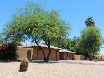 Einfamilienhaus for sales at Wonderfully Remodeled Home On Almost A Full Acre With Horse Privileges 5402 E Emile Zola Ave Scottsdale, Arizona 85254 Vereinigte Staaten