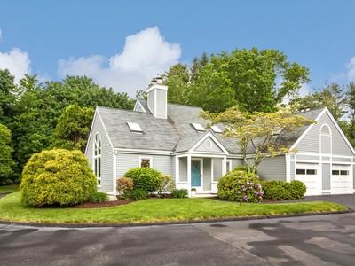 Maison de ville for sales at Centre Village 20 Centre Village Drive Madison, Connecticut 06443 États-Unis