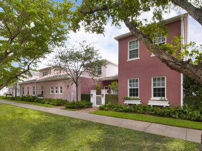Maison de Ville for sales at 536 Loretto Avenue Unit 22  Coral Gables, Florida 33146 États-Unis