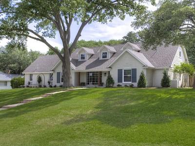 獨棟家庭住宅 for sales at 4117 Hildring Dr W  Fort Worth, 德克薩斯州 76109 美國