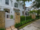 Maison de Ville for  sales at 7750 SW 54 Ave    Miami, Florida 33143 États-Unis
