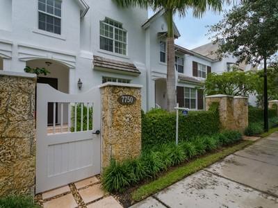 联栋屋 for sales at 7750 SW 54 Ave   Miami, 佛罗里达州 33143 美国