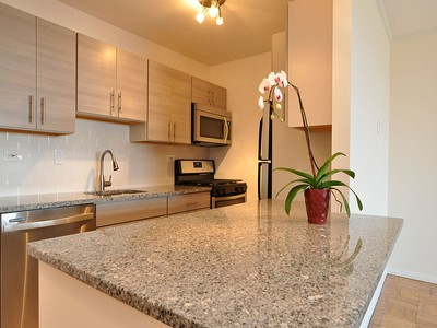 콘도미니엄 for sales at Glorious River Views 6 Whittier Place Unit  8R Boston, 매사추세츠 02114 미국