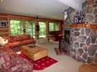 Maison unifamiliale for  sales at Near Mount Snow 298 Valley View Road Dover, Vermont 05356 États-Unis