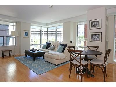 Kat Mülkiyeti for sales at Sophisticated Two Bedroom At The Folio 80 Broad Street Unit 304  Boston, Massachusetts 02110 Amerika Birleşik Devletleri