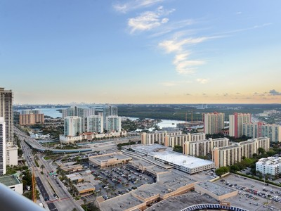 Condominium for sales at 17121 Collins Ave. Unit 3508 17121 Collins Ave. #3508 Sunny Isles, Florida 33160 United States