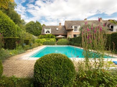 Single Family Home for sales at ESPINETTE CENTRALE - VILLA AVEC PISCINE  Brussels, Brussels 1640 Belgium