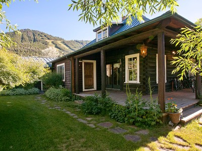 Vivienda unifamiliar for sales at Rustic Cabins in East Jackson 560 E Hansen Town Of Jackson, Wyoming 83001 Estados Unidos