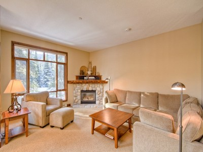 Casa Unifamiliar Adosada for sales at Woodhaven 27-5035 Valley Drive Sun Peaks, British Columbia V0E 5N0 Canadá