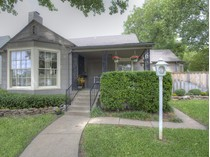 Maison unifamiliale for sales at 4024 Birchman Avenue    Fort Worth, Texas 76107 États-Unis