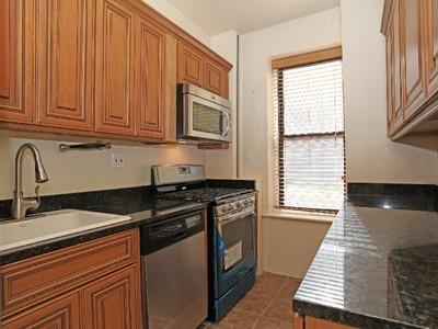 共有 for sales at Large & Renov Prewar 1 BR on Johnson Ave 3656 Johnson Avenue 1B Riverdale, 紐約州 10463 美國