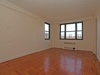獨棟家庭住宅 for sales at Large & Renov 1 BR in DM Bldg 3103 Fairfield Avenue 8J Riverdale, 紐約州 10463 美國