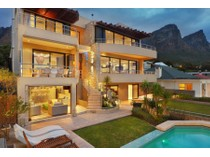 Villa for sales at Sophisticated Contemporary Masterpiece  Cape Town, Capo Occidentale 8005 Sudafrica