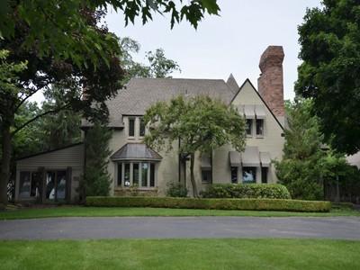 Casa para uma família for sales at Grosse Ile Township 25460 East River Road Grosse Ile, Michigan 48138 Estados Unidos