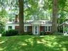 Casa para uma família for sales at Meticulously Maintained 2365 Strathmore Drive Atlanta, Geórgia 30324 Estados Unidos