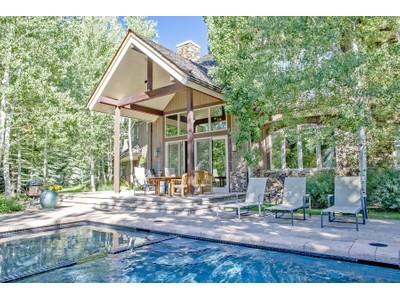 Nhà ở một gia đình for sales at Spectacular Home Near the Big Wood River 33 Cliffside Dr Ketchum, Idaho 83340 Hoa Kỳ