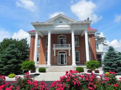 Landgut / Bauernhof / Plantage for sales at Stark Mansion 14944 Highway D Louisiana, Missouri 63353 Vereinigte Staaten