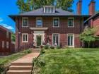 Villa for sales at Wildly popular Hillcrest neighborhood of Clayton 31 Aberdeen Place Clayton, Missouri 63105 Stati Uniti