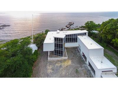 Maison unifamiliale for sales at Extraordinary Ocean Front Property 60 Tupelo Road Swampscott, Massachusetts 01907 États-Unis