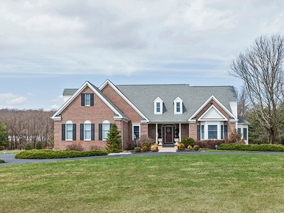 Maison unifamiliale for sales at Impressively Positioned, Strategically Priced 12 Long Way Hopewell, New Jersey 08525 États-Unis