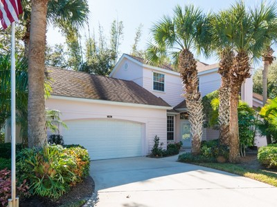 Einfamilienhaus for sales at 2-Story Home in Sea Oaks 8846 Lakeside Circle Vero Beach, Florida 32963 Vereinigte Staaten