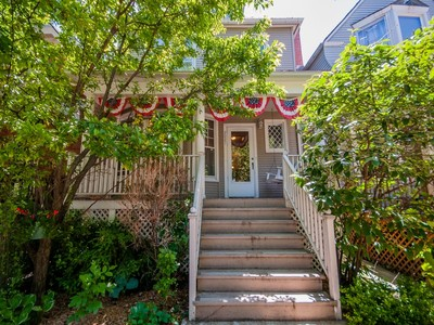 Maison unifamiliale for sales at Beautiful and charming Victorian in Bell School District 2027 W Grace Street  Chicago, Illinois 60618 États-Unis