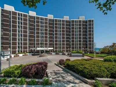 Condominium for sales at Fabulous views of the lake 1500 Sheridan Road Unit 5B Wilmette, Illinois 60091 United States