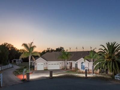 Einfamilienhaus for sales at 17212 Highlander Dr   Ramona, Kalifornien 92065 Vereinigte Staaten