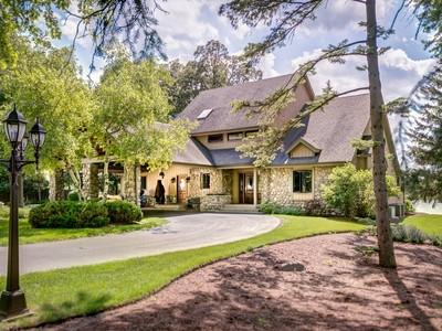 Einfamilienhaus for sales at Breathtaking Views 27930 W River Trail Barrington, Illinois 60010 Vereinigte Staaten