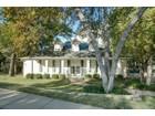 Casa para uma família for  sales at 3500 Hidden Pines Court    Arlington, Texas 76016 Estados Unidos