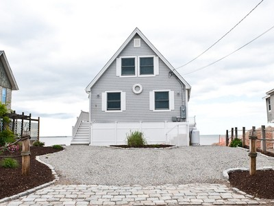 Maison unifamiliale for sales at Direct Waterfront 89 Shore Road Clinton, Connecticut 06413 États-Unis