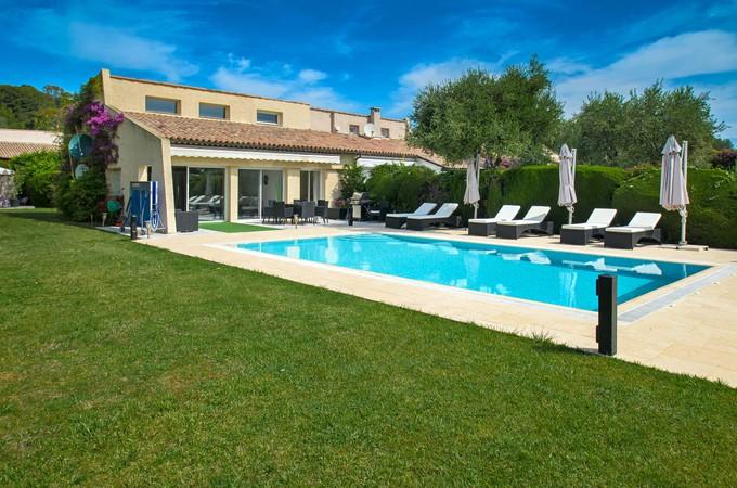 Maison unifamiliale for sales at Villa with flat garden and swimming pool   Saint Jean Cap Ferrat, Provence-Alpes-Cote D'Azur 06230 France