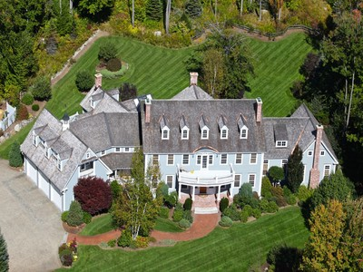 Einfamilienhaus for sales at Gracious 14 Room Estate 373 Lakeshore Drive New London, New Hampshire 03257 United States