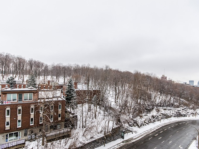 Condominio for sales at Montreal 3982 Ch. de la Côte-des-Neiges, apt. A54  Montreal, Quebec H3H1W2 Canada
