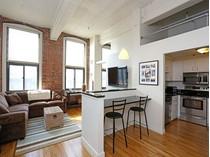 Appartement en copropriété for sales at Loft at the Foundry 320 West Second Unit 407  South Boston, Boston, Massachusetts 02127 États-Unis