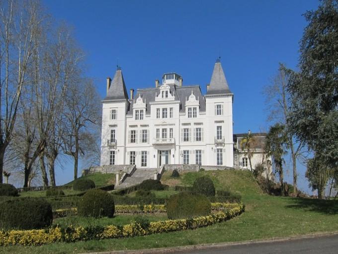 Nhà ở nhiều gia đình for sales at Beautiful castle, 50 min of Biarritz    Biarritz, Aquitaine 64120 Pháp