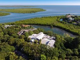 Nhà ở một gia đình for sales at Florida Keys Retreat at Ocean Reef 40-42 Cardnal Lane Key Largo, Florida 33037 Hoa Kỳ