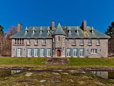 Nhà ở một gia đình for sales at Montebello 660 Côte Angèle Montebello, Quebec J0V1L0 Canada