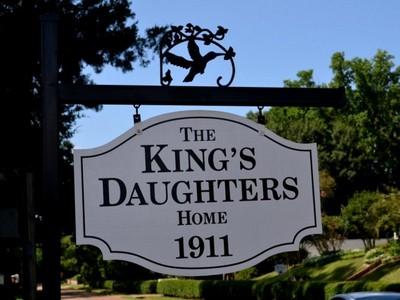 단독 가정 주택 for sales at The King's Daughters Home 32 Cemetery Road Natchez, 미시시피 39120 미국