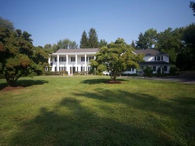 Частный односемейный дом for sales at A Private Oasis 515 Middlesex Road  Darien, Коннектикут 06820 Соединенные Штаты
