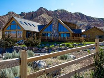 Maison unifamiliale for sales at A Masterpiece of Construction 117 Clubhouse Dr.   Dubois, Wyoming 82513 États-Unis