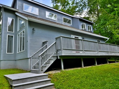 獨棟家庭住宅 for sales at Walk to Lake Pocotopaug 15 Barrie Road East Hampton, 康涅狄格州 06424 美國