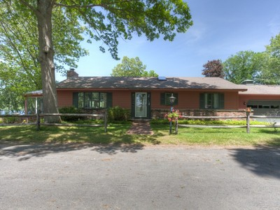 Vivienda unifamiliar for sales at 63 Hickory Street  Old Lyme, Connecticut 06371 Estados Unidos