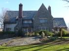 Casa Unifamiliar for  sales at English Tudor 36 Hillcrest Drive Pelham, Nueva York 10803 Estados Unidos