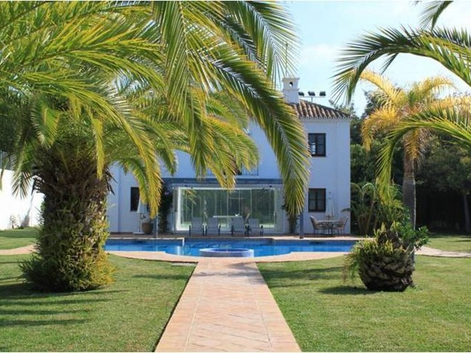 Maison unifamiliale for sales at New villa located close to the sea  Marbella, Costa Del Sol 29679 Espagne