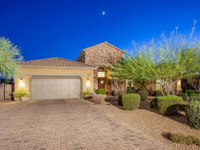 Casa para uma família for sales at Beautiful Home Overlooks A Park In Highly Sought After Windgate Ranch 17452 N 100th Way Scottsdale, Arizona 85255 Estados Unidos