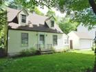 Casa para uma família for sales at COZY & COMPACT 45 Yale Drive Torrington, Connecticut 06790 Estados Unidos