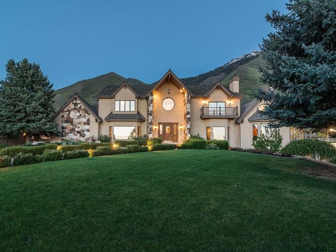 Villa for sales at Maple Mountain Estate 903 South 1300 East   Mapleton, Utah 84664 Stati Uniti